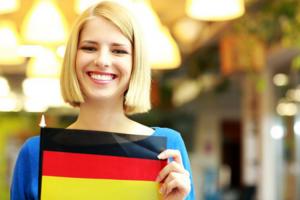 Dziewczyna z niemiecką flagą