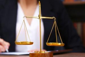 zdjęcie symbolizujące prawo